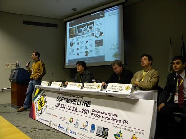 """palestra """"Dá pra ganhar dinheiro com software livre?"""" no Fisl 12 - imagem: Francine Kruger, Maguis SL"""