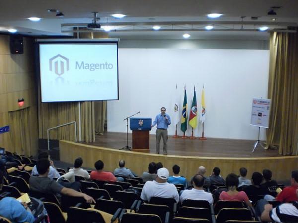 1o. Encontro de Magento Commerce - palestra de André Gugliotti - foto: Luiz Rauber