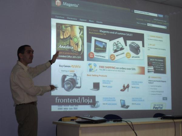 André Gugliotti em palestra sobre Magento em Novo Hamburgo, RS - imagem: Mariana Dutra