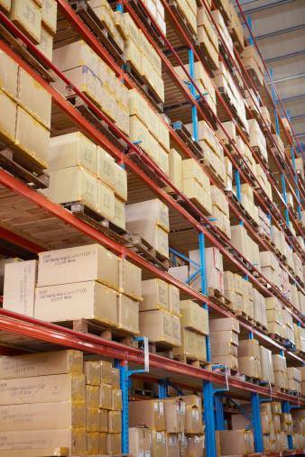 gerenciando estoque de produtos no Magento - imagem: Alistair Berg/Digital Vision
